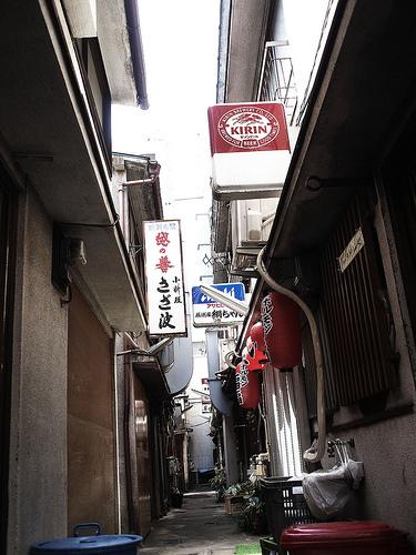 松戸駅前、高砂通りの横丁の風景