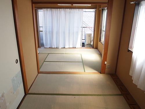 和室。普段はブルーシートでキッチリ覆われています。