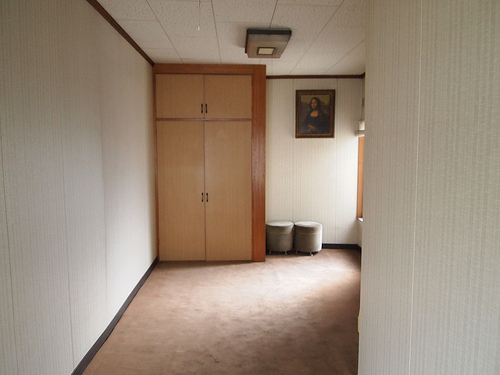 階段をあがると2階があります。荷物置き場にも座席にもできます。