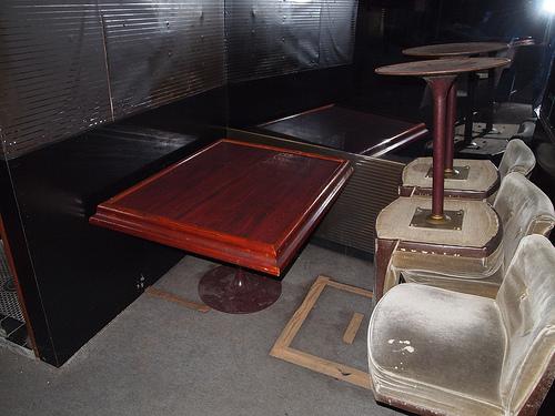 テーブル席はこのくらいのサイズ。