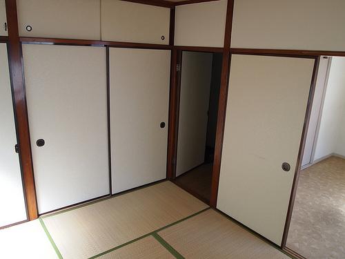 西側和室。洋室と扉1枚隔ててつながっています。