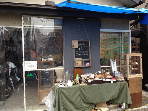 MAD City Gallery外観。コーヒーや焼き菓子の販売もありました。