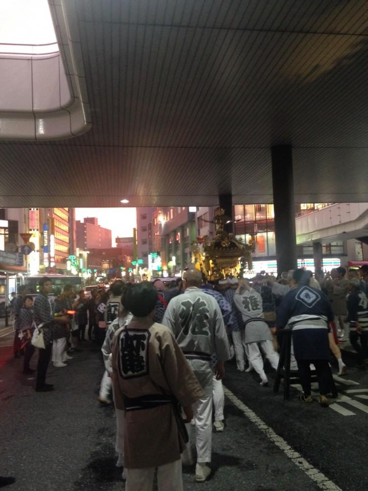 普通にバスの通行もあり、MAD City班は後半は交通誘導に集中しました。