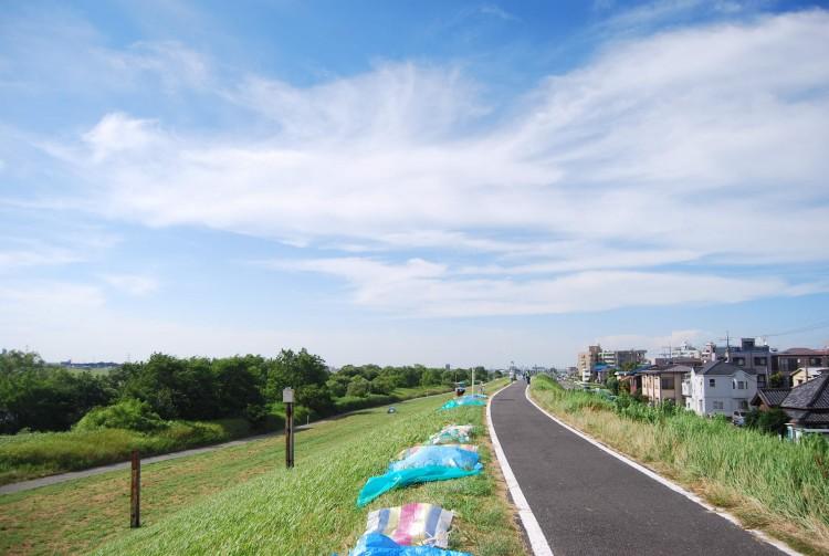 江戸川河川敷は松戸駅から徒歩10分圏内です。