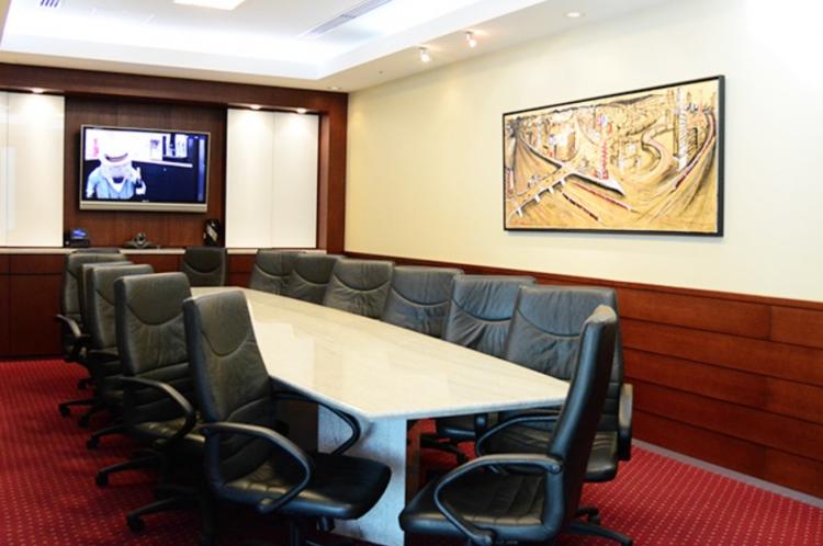 レンタルオフィスの老舗「サーブコープ」では豪華な会議室もレンタルできます。