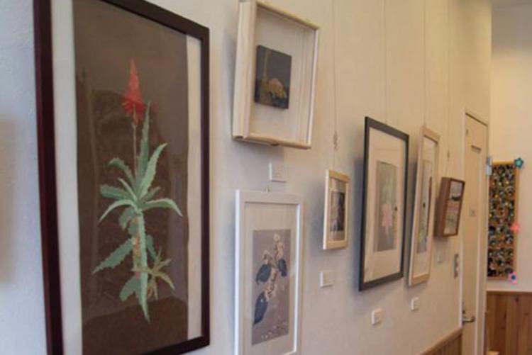 2013年春に開催した切り絵個展「まちなか花鳥絵図」の様子です。