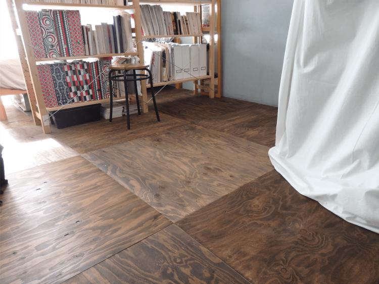 DIY作業をスタートさせたのは5月からで、床張りは7、8月という一番暑い時期に作業したそうです。