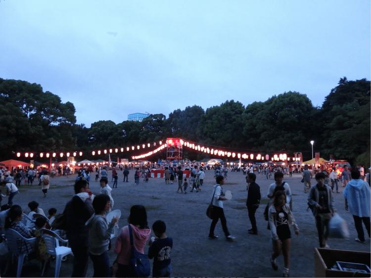 松戸中央公園は、松戸駅東口から徒歩5分にある好立地の公園です。
