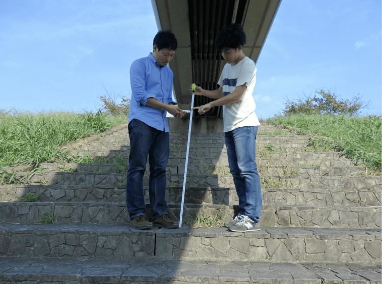 江戸川河川敷のバーベキュー会場予定地にて、放射線量の測定開始。