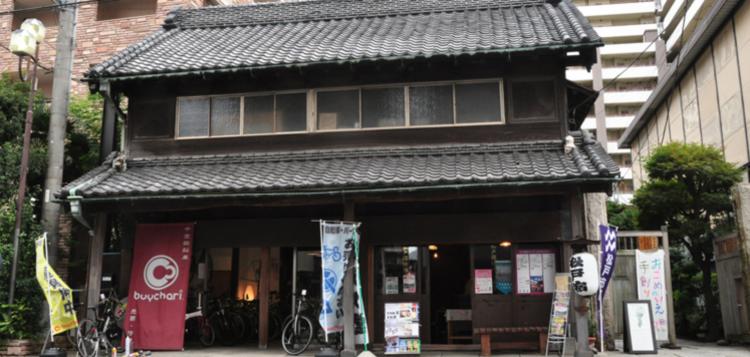 古民家スタジオ 旧・原田米店は築100年を超える古民家に10組以上のクリエイターの方にご入居いただいています。