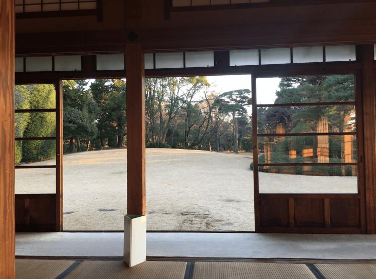 2015年3月に国指定名勝になったこちらの戸定邸庭園。起伏のある芝生地、豊かな落葉・常緑広葉樹林、眼下に江戸川と遥かに富士山とスカイツリーを望む借景は1度は見るべきです。
