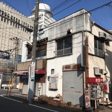 昭和フォントに看板建築という昭和レトロ感あふれる「弁当屋さち」