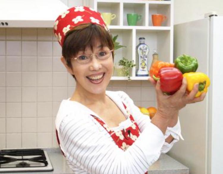 料理愛好家の平野レミはTwitterでたまに 140字以内のシンプルなレシピをつぶやいています。自炊する方は参考にされてみては?