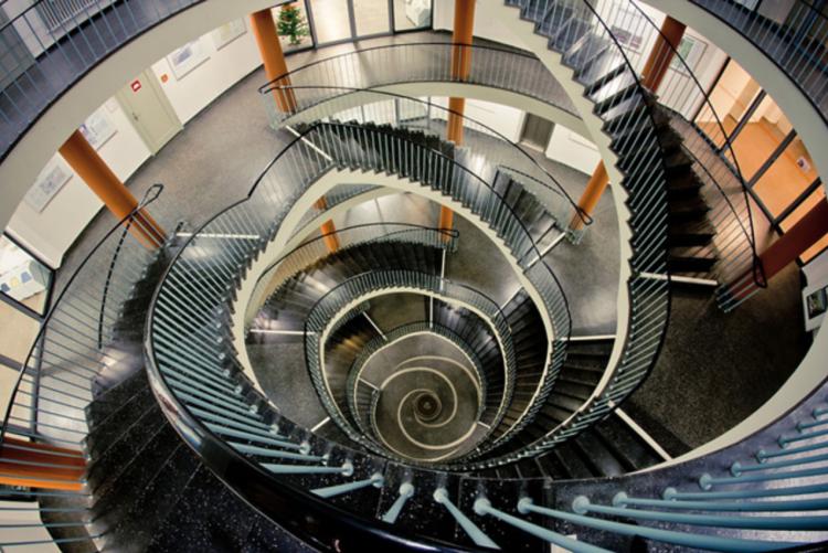意味もなく昇り降りしたくなる螺旋階段。デザイン性と機能性に優れていることから、現代建築に多く取り入れられているとか。