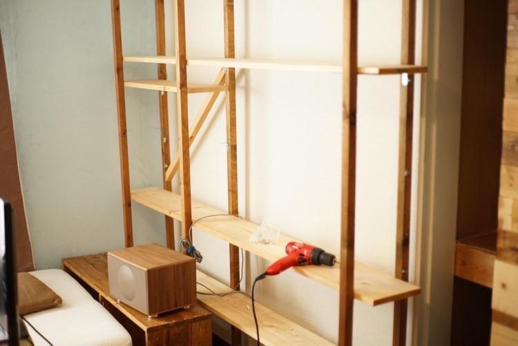 せっかくDIYでつくったオシャレな飾り棚も、引っ越しのタイミングで解体。もったいない!