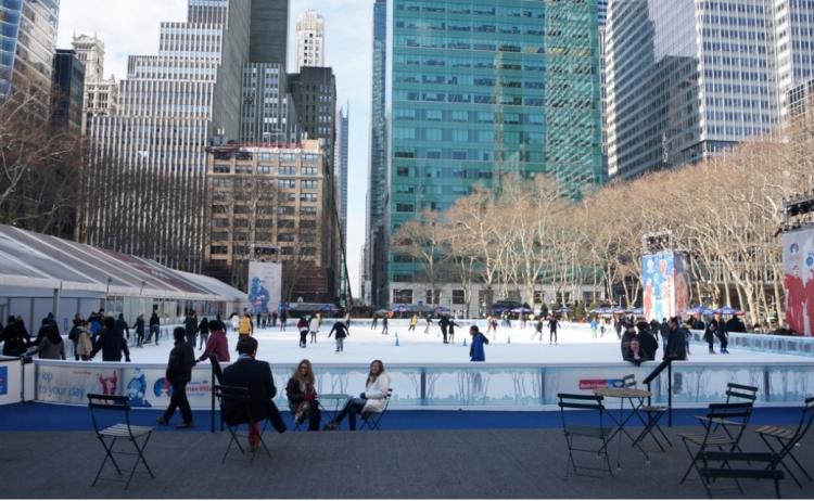 アメリカ・ニューヨークのマンハッタンの公園「マディソン・スクエア・パーク」には、ニューヨーク市が公園整備のために公園の一角の営業権を売却し、「シェイク・シャック」というハンバーガー店が出店しています。ニューヨーク市はその営業権売却によって得られた収入で公園の維持管理を賄うなどしています。