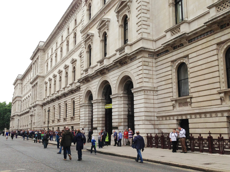 イギリスの外務省はヴィクトリア様式の荘厳な建築です。
