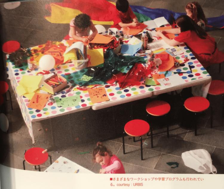貧しい地域の学校に通う子供たちのためのワークショップを開催するなど、教育的な視点で都市との関わり方などを議論したりします。画像は書籍「シビックプライド」より引用。