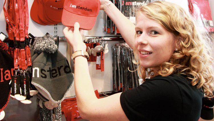 アムステルダムビジターセンターなどで「I amsterdamグッズ」は販売しています。