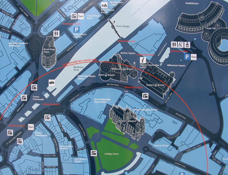 ブリストルの路上マップパネル。情報の取捨選択、グラフィック、プロダクト、街中の配置にまで、「わかりやすさ」の考え方が貫かれています。