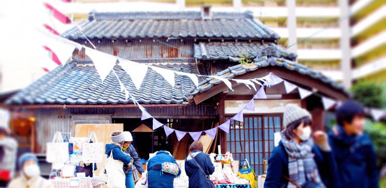 毎回多くの人で賑わう松戸を代表するイベント「コメイチ」。おいしい野菜、ハンドメイド雑貨、手作りスイーツなどを販売しています。