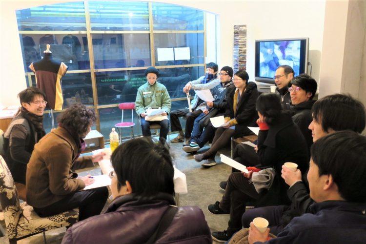 キュレーター山峰潤也氏をゲストに招き、トークイベントも開催しました