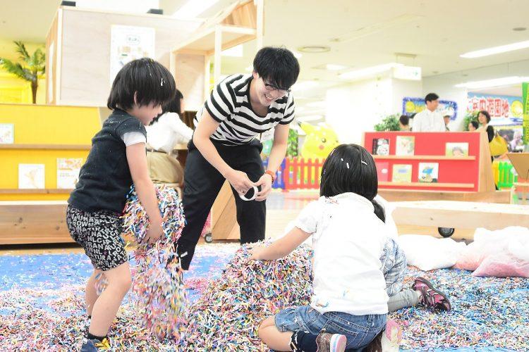 五香駅にあるショッピングセンター「オウル五香」での西岳さんイベントの様子