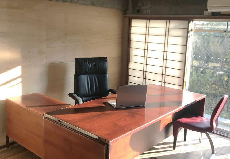 ご希望があればオーナーさんから家具をレンタル可能です。すぐに仕事に取り掛かれそうですね。