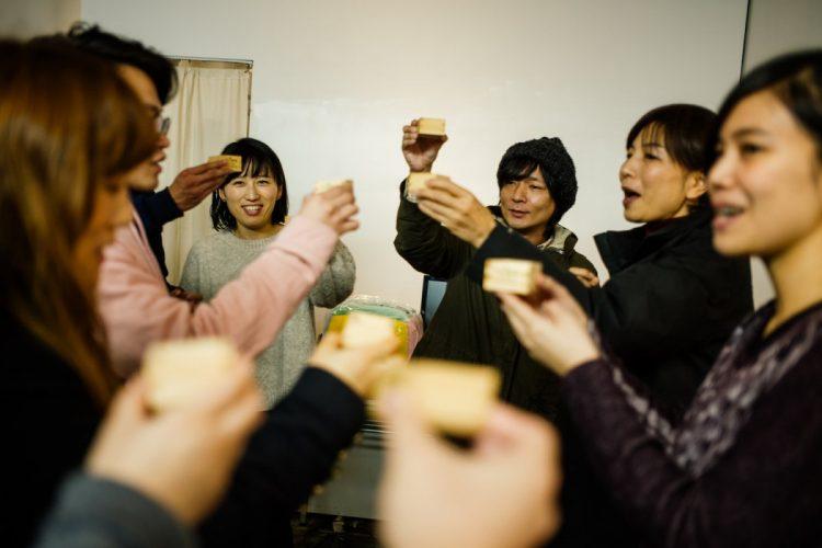ツアーの要所々々で乾杯していたのは、地元・千葉県は勝浦の東灘醸造による「鳴海」(なるか)。