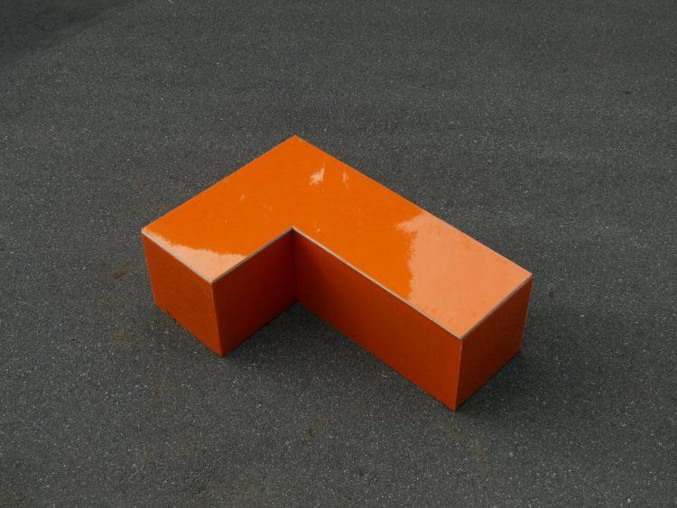 アシュラハイツ(ダッシュ荘)のプランでは、テトリス型のモジュールを制作。「アーバンテトリス」=ストリートファニチャーとして、マンション1階の庭や、周辺道路に設置する実験を行った。