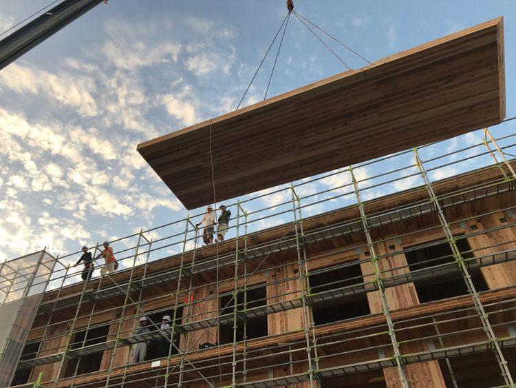 CLTの建設風景